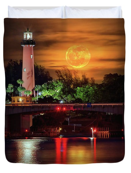 Burning Moon Rising Over Jupiter Lighthouse Duvet Cover