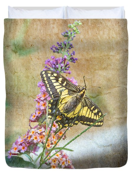 Duvet Cover featuring the photograph Butterfly On Butterfly Bush by Angie Vogel