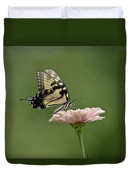 Duvet Cover featuring the photograph Butterfly On Zinnia by Wanda Krack