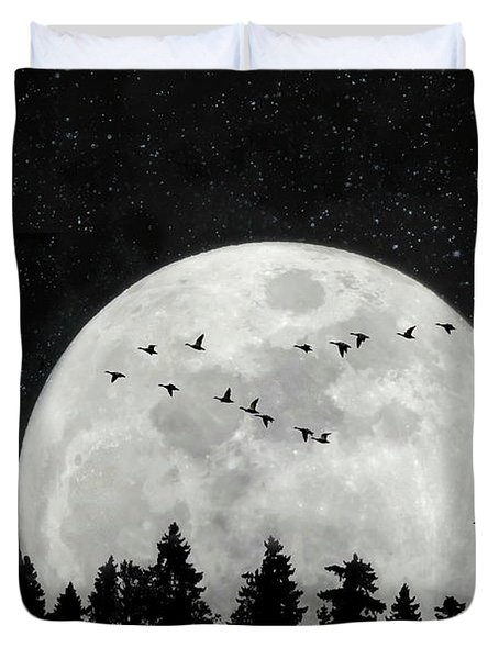 By The Light Of The Silvery Moon - Birds  Duvet Cover