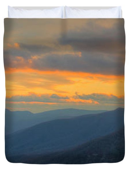 Duvet Cover featuring the photograph Caesars Head Light by David Waldrop