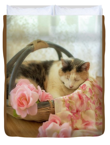 Calico Kitty In A Basket With Pink Roses Duvet Cover