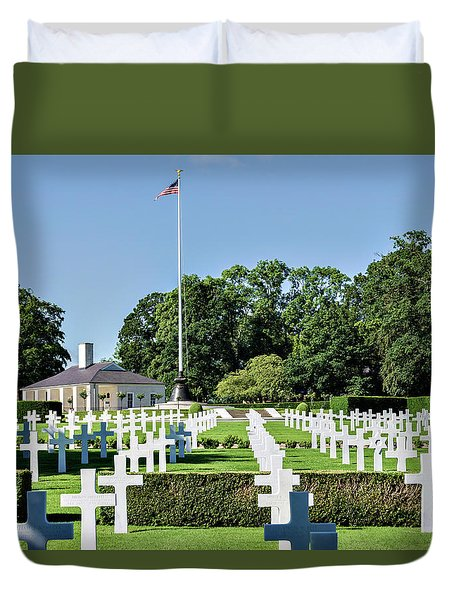 Duvet Cover featuring the photograph Cambridge England American Cemetery by Alan Toepfer