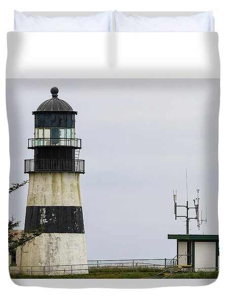 Cape Disappointment Lighthouse Closeup Duvet Cover by David Gn