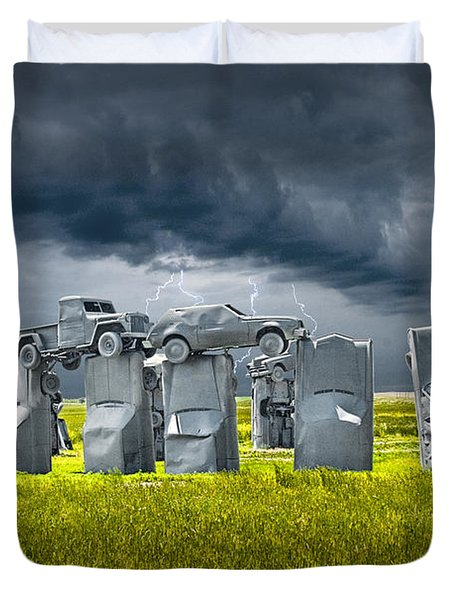 Car Henge In Alliance Nebraska After England's Stonehenge Duvet Cover