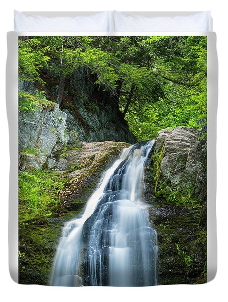 Duvet Cover featuring the photograph Cascade Falls In South Portland In Maine by Ranjay Mitra