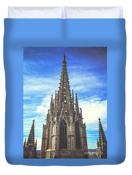 Duvet Cover featuring the photograph Catedral De Barcelona by Colleen Kammerer
