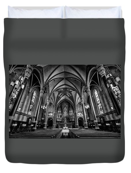 Cathedral Of The Madeline In Black And W Duvet Cover