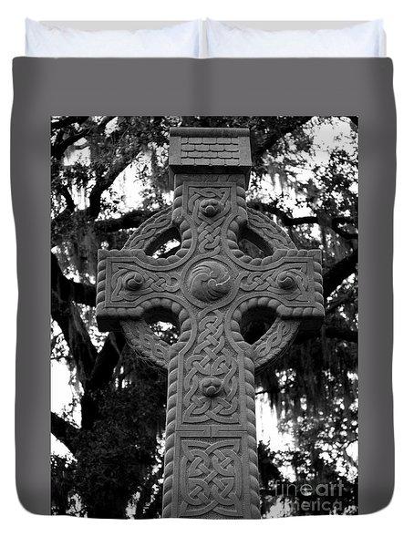 Celtic Cross In Emmet Park Duvet Cover by Carol Groenen