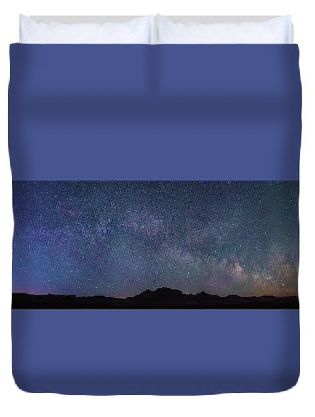 Center Of The Milky Way Over The Badlands Duvet Cover