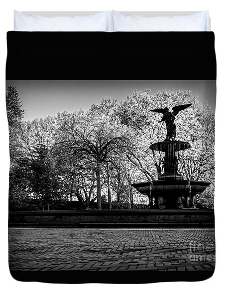 Central Park's Bethesda Fountain - Bw Duvet Cover by James Aiken