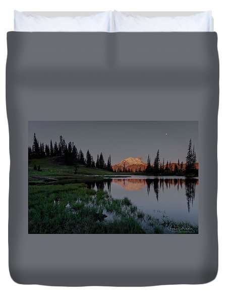 Duvet Cover featuring the photograph Changing Lights by Gene Garnace
