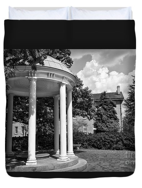 Chapel Hill Old Well In Black And White Duvet Cover