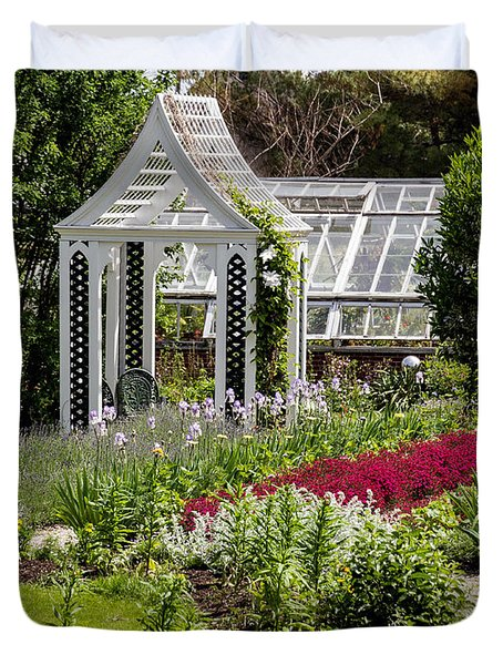 Duvet Cover featuring the photograph Chase House Garden At Strawberry Banke by Betty Denise