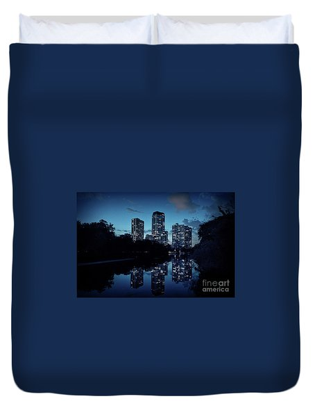 Chicago High-rise Buildings By The Lincoln Park Pond At Night Duvet Cover