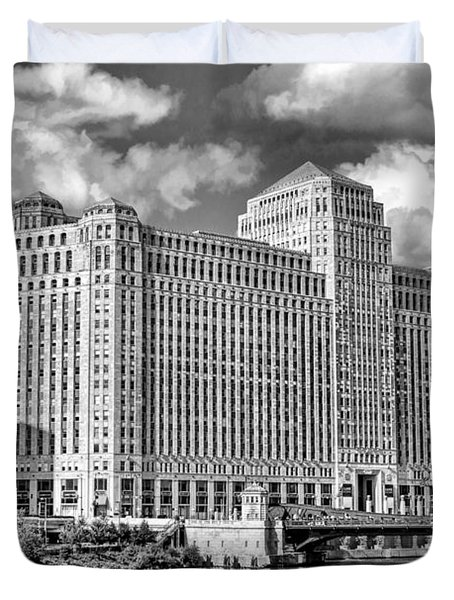 Duvet Cover featuring the photograph Chicago Merchandise Mart Black And White by Christopher Arndt