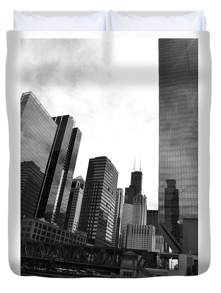 Chicago River And Willis Tower Duvet Cover