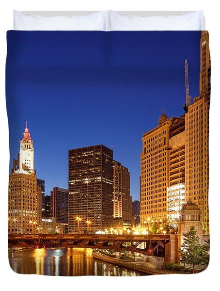 Chicago River Trump Tower And Wrigley Building At Dawn - Chicago Illinois Duvet Cover