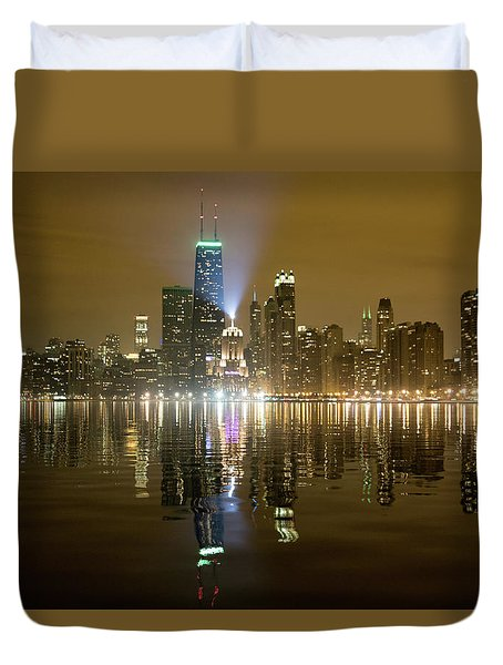 Chicago Skyline With Lindbergh Beacon On Palmolive Building Duvet Cover