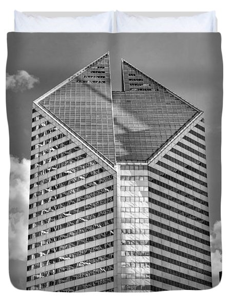 Duvet Cover featuring the photograph Chicago Smurfit-stone Building Black And White by Christopher Arndt