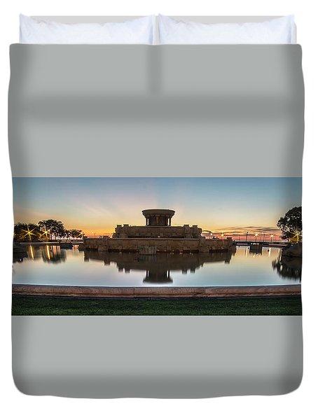 Chicago's Buckingham Fountain At Dawn  Duvet Cover