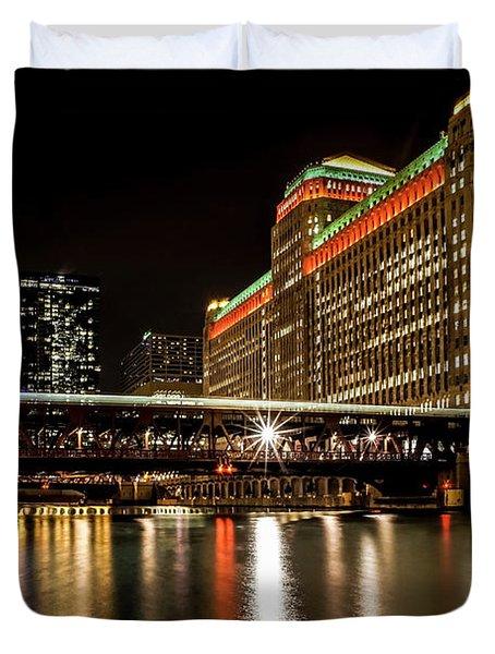 Chicago's Merchandise Mart At Night Duvet Cover
