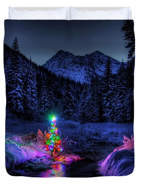 Christmas Spirit In Snowshoe Creek Duvet Cover