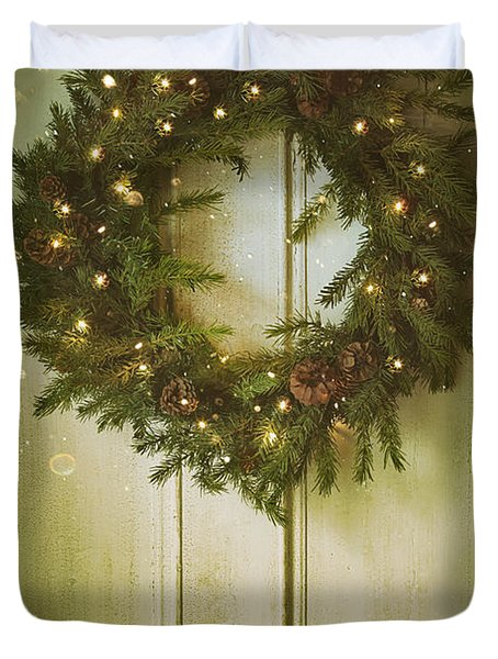 Christmas Wreath With Lights On Vintage Door Duvet Cover