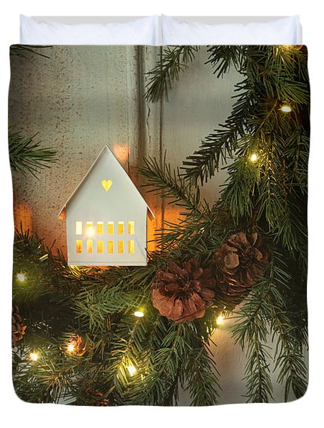 Christmas Wreath With Lights On Vintage White Door Duvet Cover