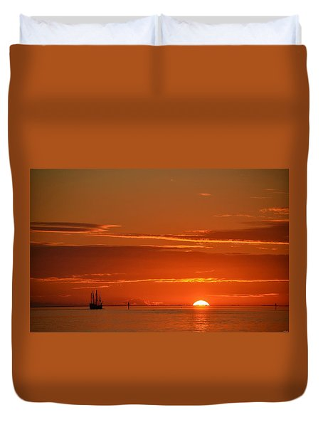 Christopher Columbus Replica Wooden Sailing Ship Nina Sails Off Into The Sunset Duvet Cover
