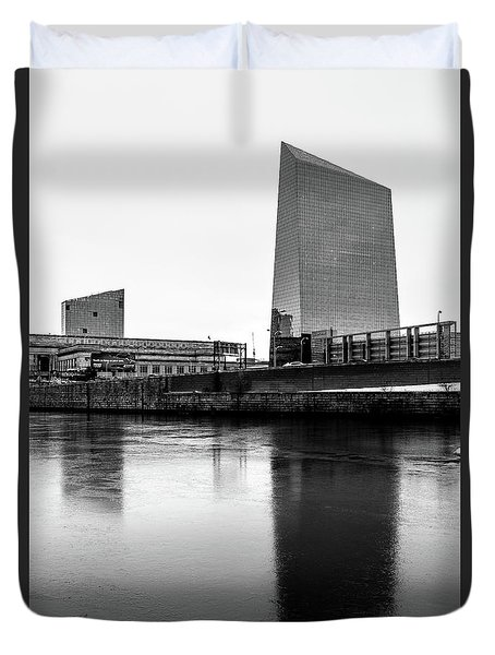 Duvet Cover featuring the photograph Cira Centre - Philadelphia Urban Photography by David Sutton