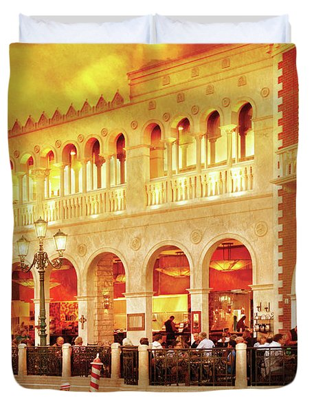 City - Vegas - Venetian - Life At The Palazzo Duvet Cover by Mike Savad