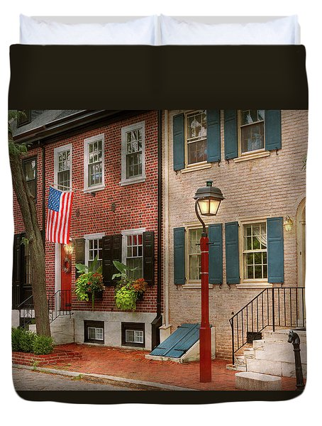 Duvet Cover featuring the photograph City - Pa Philadelphia - American Townhouse by Mike Savad