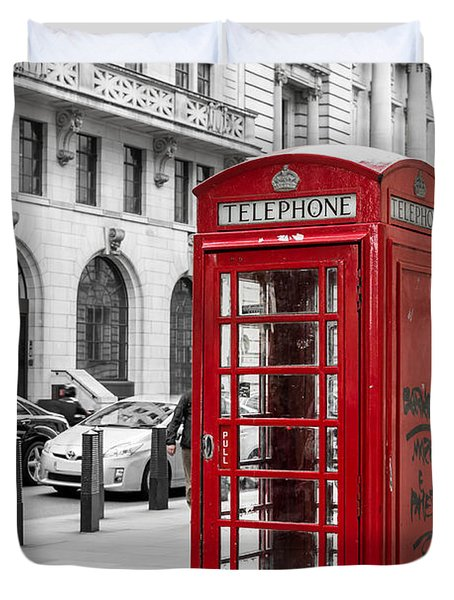 Red Telephone Box In London England Duvet Cover by John Williams
