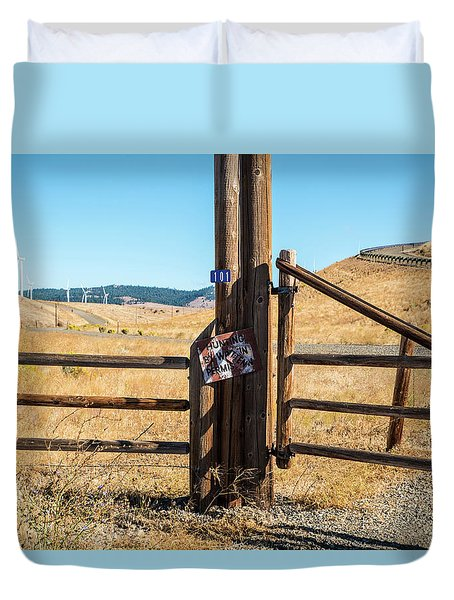 Clean Power And Old Ranch Gates Duvet Cover