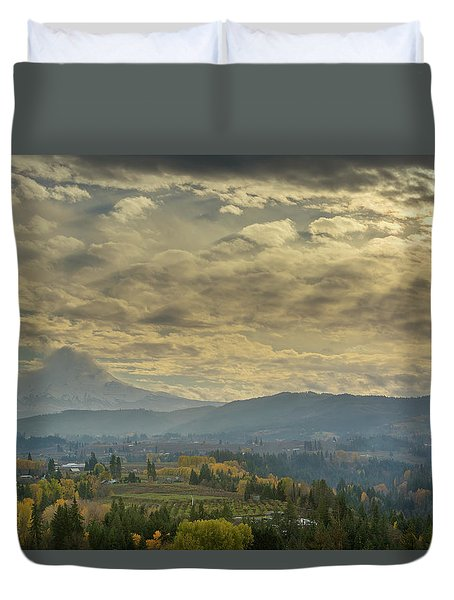 Clouds And Sun Rays Over Mount Hood And Hood River Oregon Duvet Cover