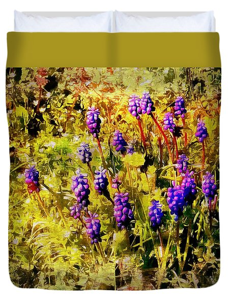 Clump Of Blue Grape Hyacinth Duvet Cover