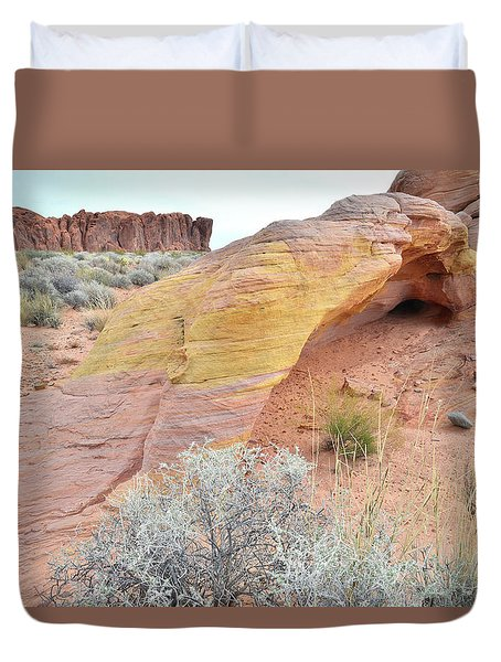 Duvet Cover featuring the photograph Colorful Arch In North Valley Of Fire by Ray Mathis