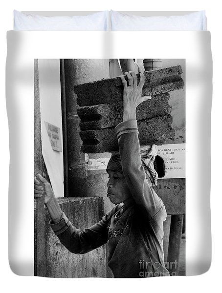Duvet Cover featuring the photograph Construction Labourer - Bw by Werner Padarin