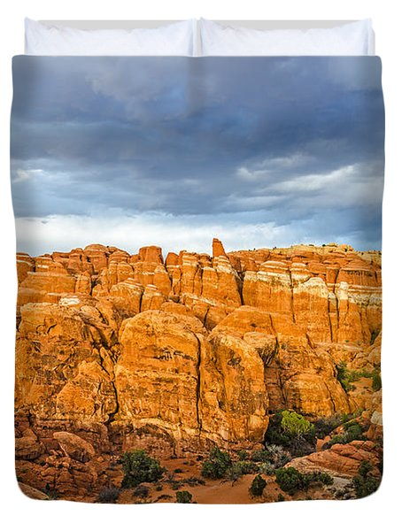 Contrasts In Arches National Park Duvet Cover