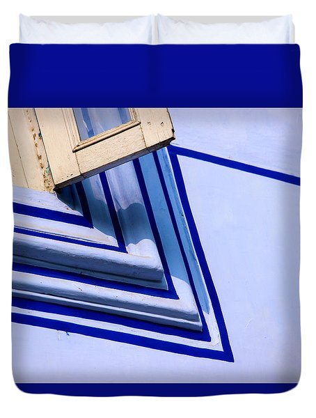 Duvet Cover featuring the photograph Cornering The Blues by Prakash Ghai