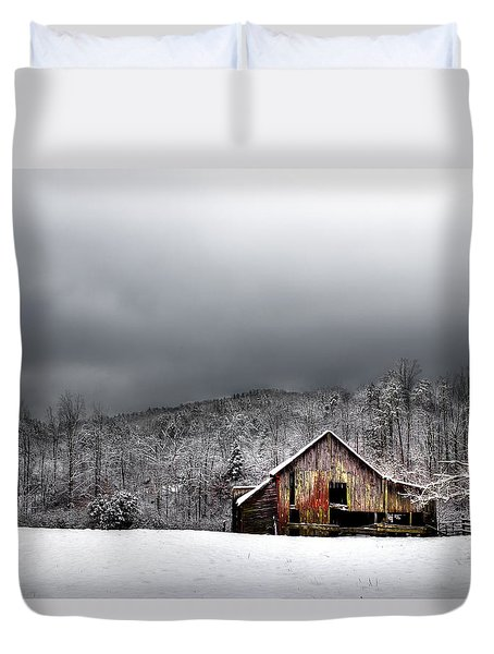 Country Barn In The Smokies Duvet Cover by Mike Eingle