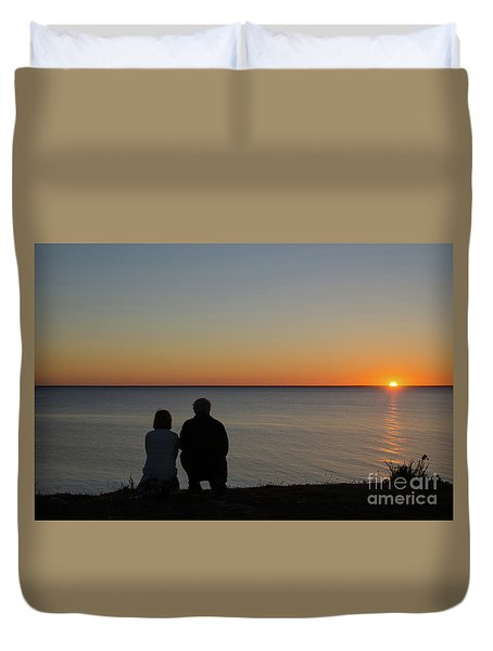 Duvet Cover featuring the photograph Couple Silhouettes By Sunset by Kennerth and Birgitta Kullman