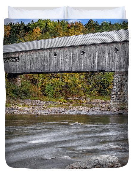 Covered Bridge In Vermont With Fall Foliage Duvet Cover