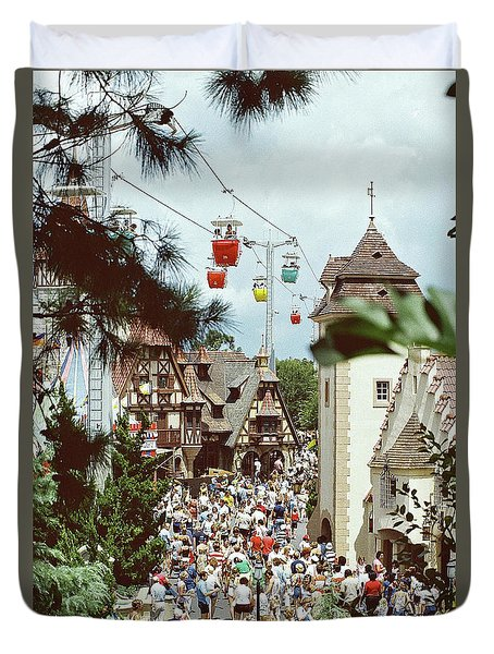 Duvet Cover featuring the photograph Crowded by John Schneider