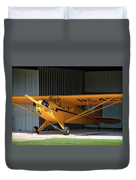 Cub Hangar 0 2017 Christopher Buff, Www.aviationbuff.com Duvet Cover