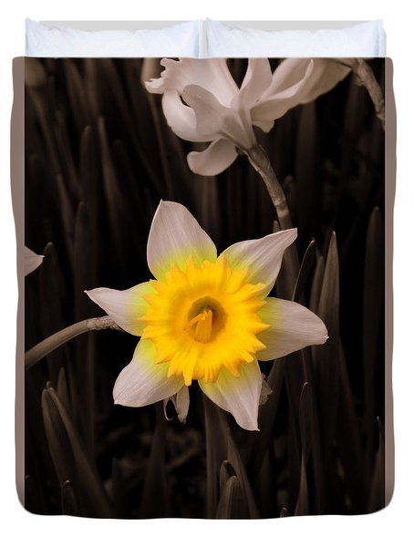 Duvet Cover featuring the photograph Daffodil by Lisa Wooten