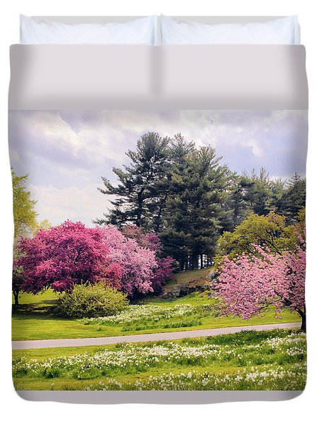 Duvet Cover featuring the photograph Daffodils On A Hill by Jessica Jenney
