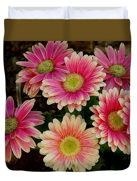Daisies In Pink Duvet Cover