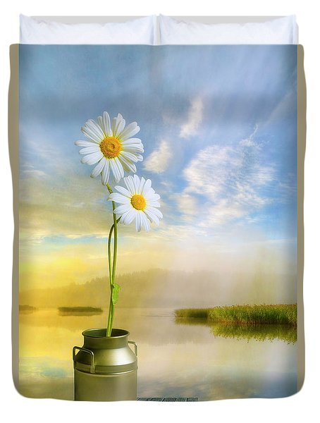 Daisies In The Summer Morning Duvet Cover